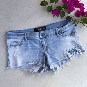 Hollister Low Rise Shorts Size 13